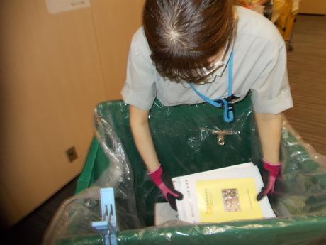 時給1300円(交通費別途支給)日本橋にある小規模のオフィスビルの清掃です。朝3時間の勤務です